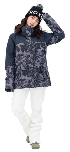 ジャケット 28,000円+税、パンツ 26,000円+税、ビーニー 3,300円+税、ブーツ8,800円+税/以上ROXY(ボードライダーズジャパン)